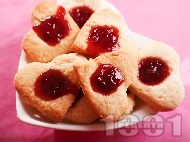 Рецепта Романтични масленки с масло за Свети Валентин със сладко от ягоди